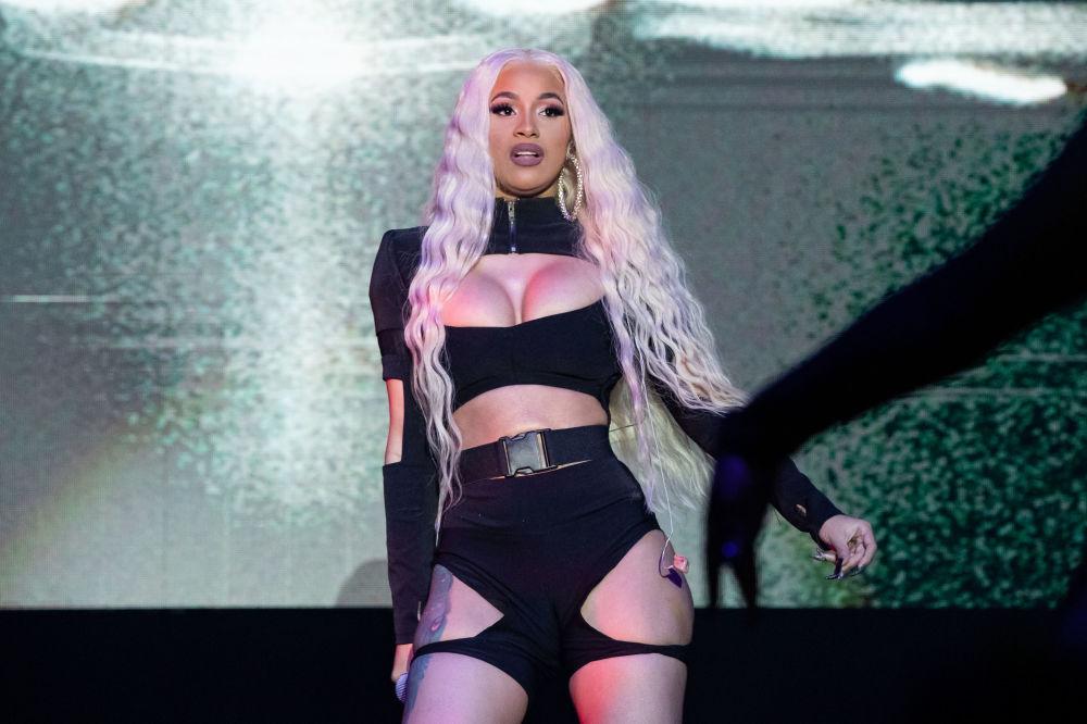 مغنية هيب هوب الأمريكية كاردي بي (Cardi B) خلال حفل غنائي بمهرجان مالا لونا (Mala Luna) في سان أطونيو، تكساس 27 أكتوبر/ تشرين الأول 2018