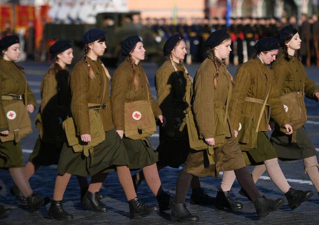 بروفة ذكرى العرض العسكري الذي أقيم منذ 77 عاما في موسكو خلال الحرب العالمية الثانية لرفع الروح المعنوية في البلاد رغم الذعر الرهيب عام 1941