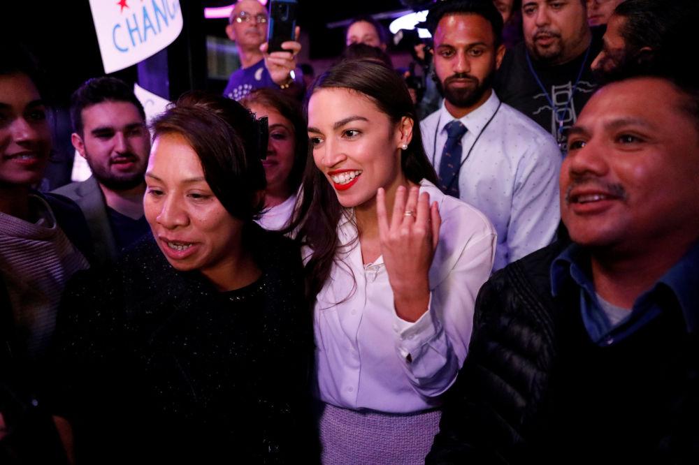عضو الحزب الديمقراطي في الكونغرس الأمريكي، أوكاسيو كورتيس، البالغة 29 عاما وهي الأصغر سنا في تاريخ الكونغرس