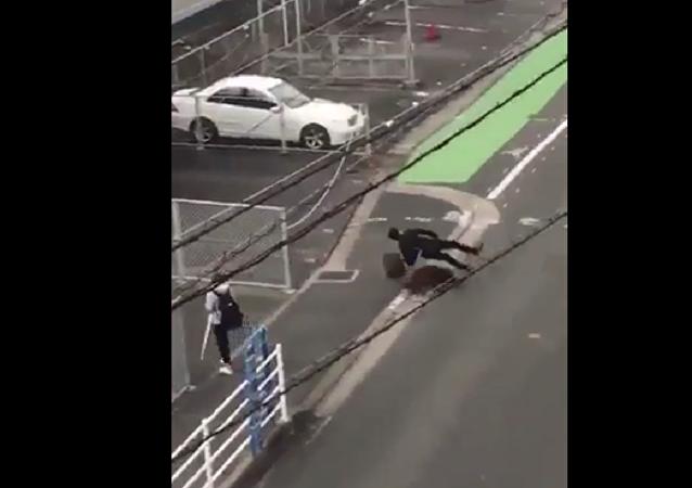 خنزير بري شرس يهاجم المارة في اليابان