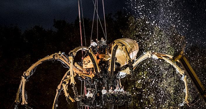 عنكبوت ضخم ومينوتور يحتلان تولوز الفرنسية