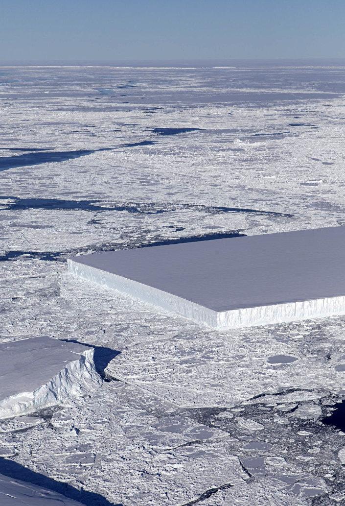 جرف جليدي بحواف مستقيمة