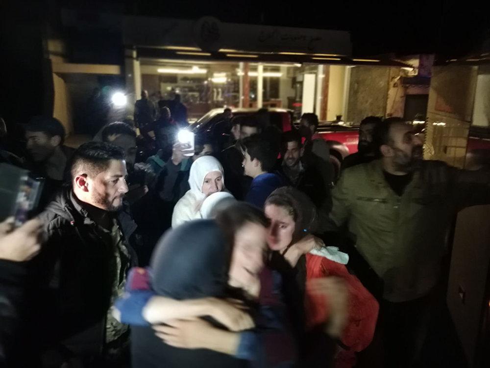 لحظة وصول المختطفين المحررين إلى السويداء في سوريا