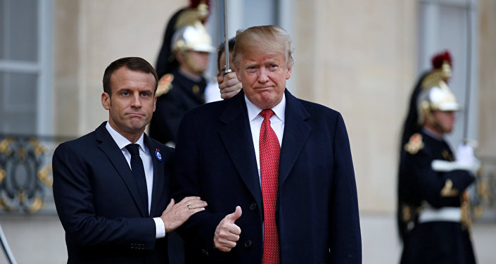 الرئيس الفرنسي إيمانويل ماكرون يستقبل الرئيس الأمريكي دونالد ترامب في قصر الإليزيه عشية الاحتفال بذكرى يوم الهدنة، بعد مرور 100 عام على نهاية الحرب العالمية الأولى، في باريس