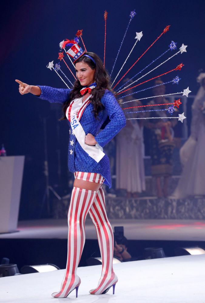 الأمريكية بوني والس في مسابقة ملكة جمال الأمم - 2018 في طوكيو، اليابان