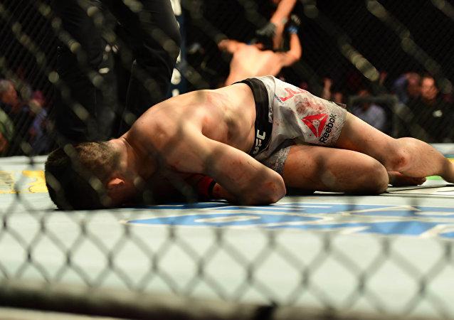 المقاتل الكوري الجنوبي تشان سونغ جونغ عقب هزيمته في دورة Fight Night 139 التابعة لـ ufc، 11 نوفمبر/تشرين الثاني 2018