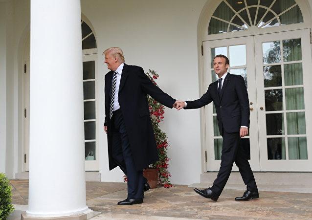الرئيس الامريكي دونالد ترامب والرئيس الفرنسي ماكرون