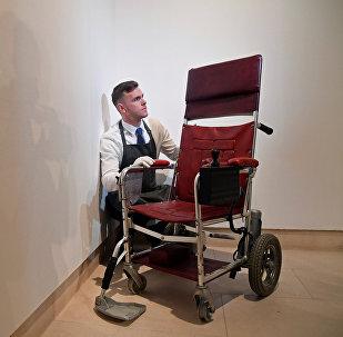 كرسي العالم البريطاني الراحل ستيفن هوكينغ