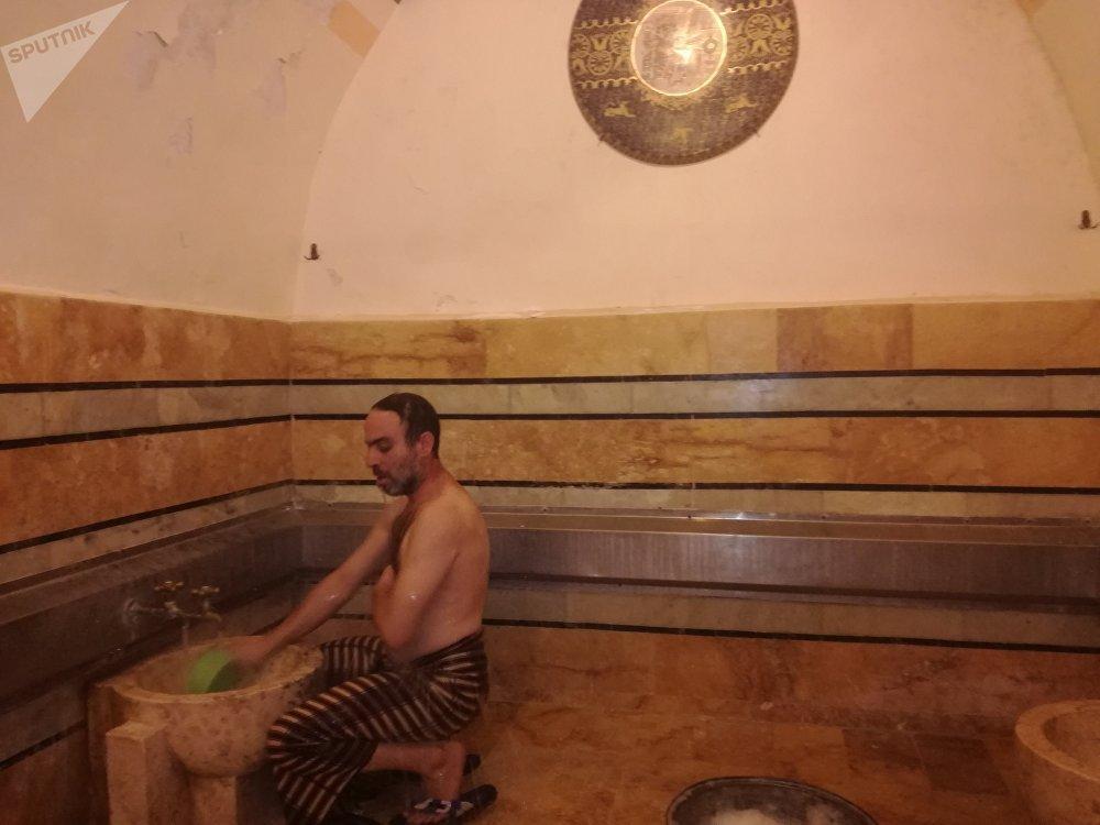 حمام السوق عاد ليزين حياة الحلبيين بعبق التراث وعطر صابون الغار