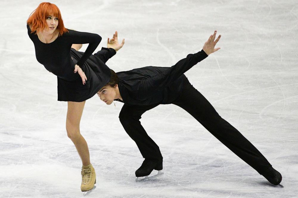 الروسيان تيفاني زاغورسكي وجونثان غوريرو خلال أداء فقرة حرة في بطولة التزلج في هيروشيما، اليابان 11 نوفمبر/ تشرين الثاني 2018