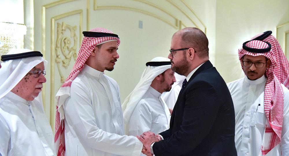صلاح خاشقجي يستقب العزاء في وفاة والده جمال خاشقجي