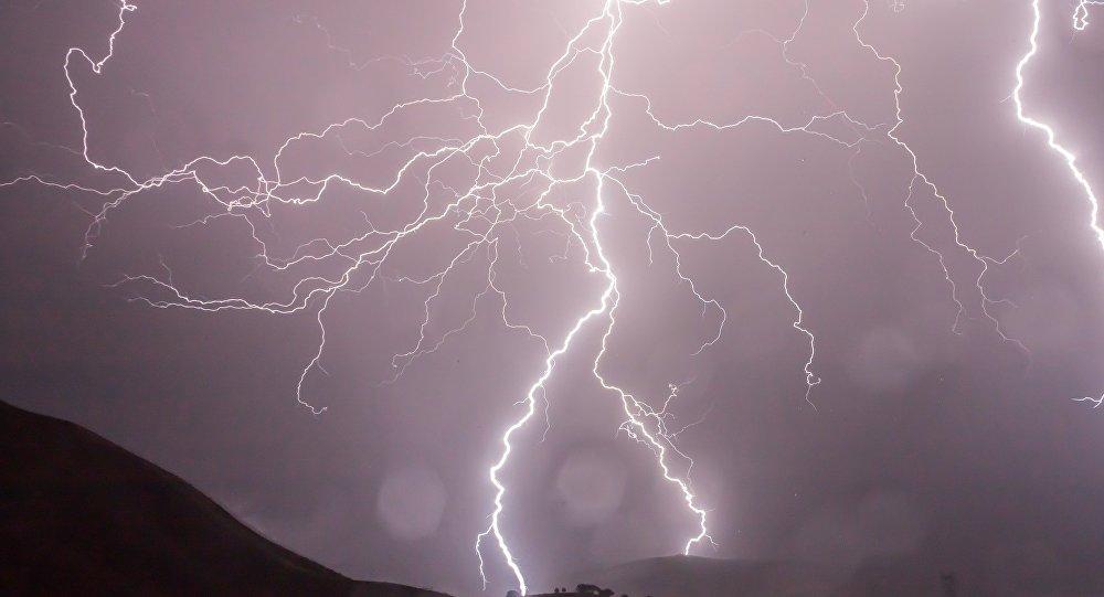 عاصفة رعدية