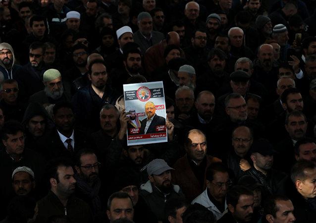 صلاة جنازة رمزية للصحافي السعودي جمال خاشقجي في فناء مسجد الفاتح في إسطنبول