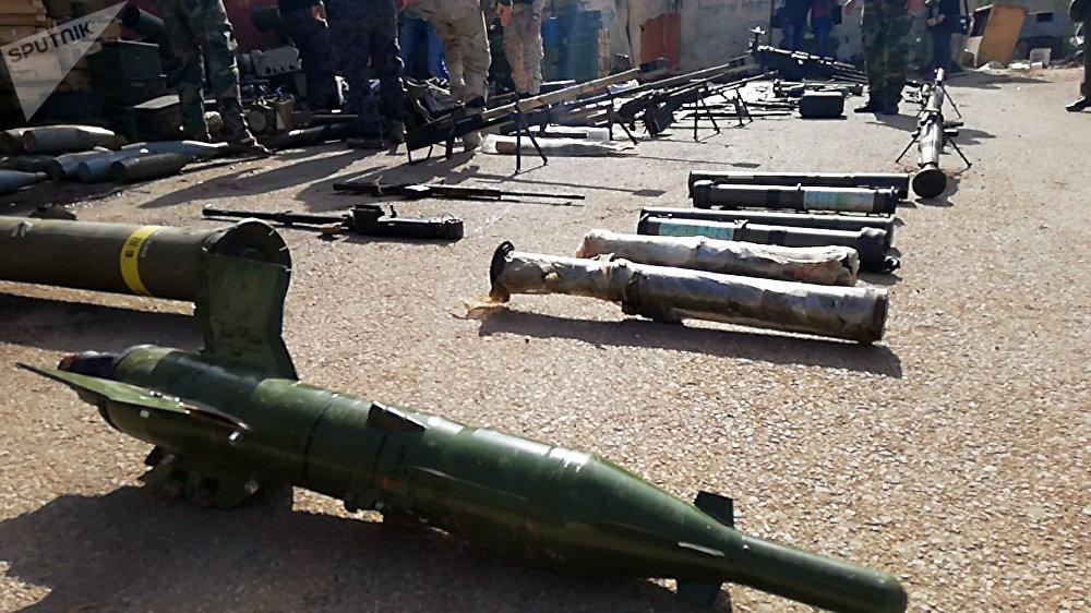 الجيش السوري يعثر على كميات كبيرة من أسلحة الإرهابيين، منها صواريخ أمريكية، في درعا оружие