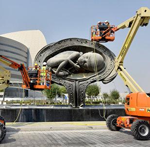 وضع تصميم للفنان داميين هيرست في قطر