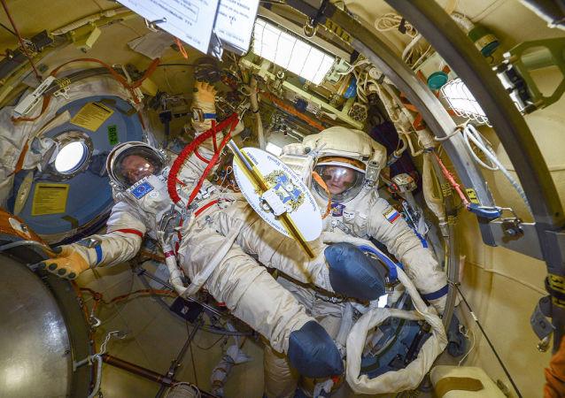 مركبة الفضاء الدولي - الفضاء - رواد الفضاء: رواد فضاء روسي