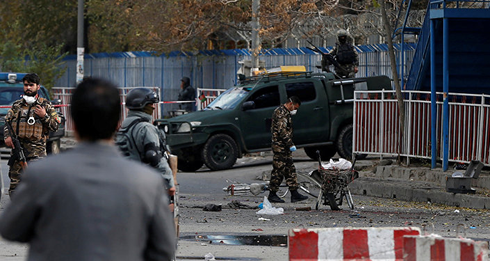 الشرطة الافغانية تتفقد موقع لانفجار في العاصمة كابول