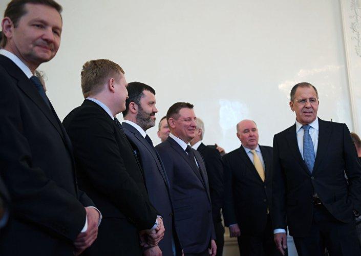 وزير الخارجية الروسي سيرغي لافروف يلتقي دبلوماسيي روسيا