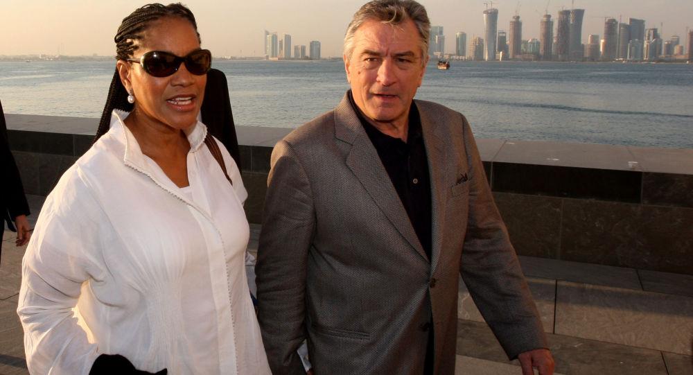 الممثل الأمريكي روبيرت دي نيرو وزوجته غريس هايتاور يزوران متحف الفنون الإسلامية في الدوحة، قطر 2008
