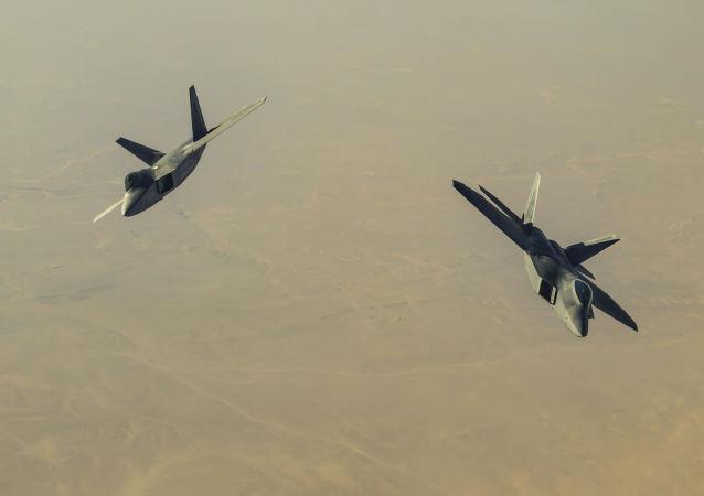 طيران التحالف الدولي - المقاتلة إف-22 (F-22)
