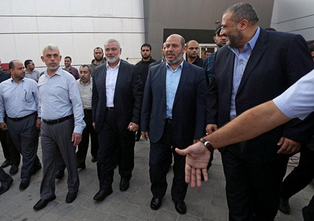 يحيى السناور وإسماعيل هنية وكبار قادة حماس يصلان إلى معبر رفح الحدودي في جنوب قطاع غزة