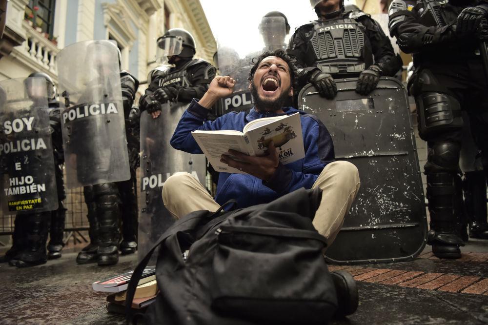 مظاهرات طلاب ومدرسي جامعات في مدينة كيتو، احتجاجا على قطع ميزانية التعليم والتدريس، إكوادور 19 نوفمبر/ تشرين الثاني 2018