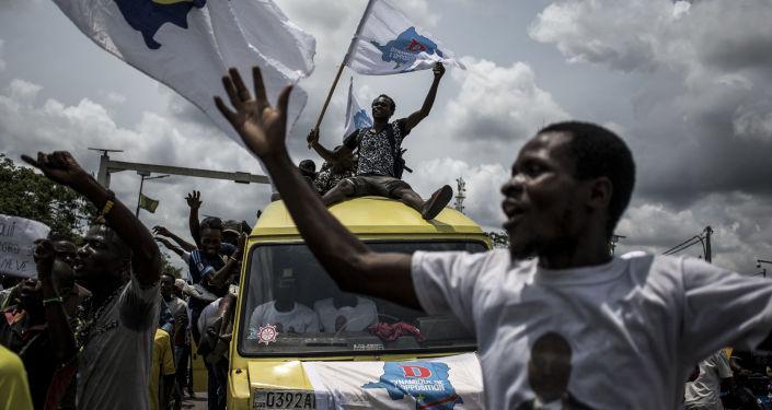 أنصار حزب جمهورية كونغو الديموقراطية المعارض مارتن فايولو في كينشاسا، الكونغو 21 نوفمبر/ تشرين الثاني 2018