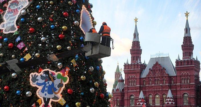 رأس السنة - تزيين شجرة عيد الميلاد على الساحة الحمراء في موسكو، 23 نوفمبر/ تشرين الثاني 2018