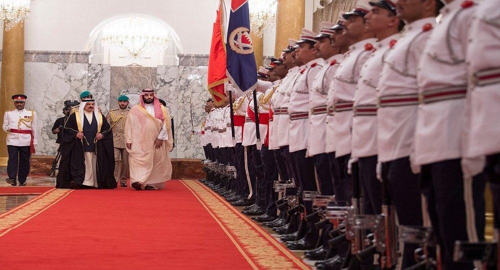 ولي العهد السعودي الأمير محمد بن سلمان في ضيافة حمد بن عيسى آل خليفة ملك البحرين