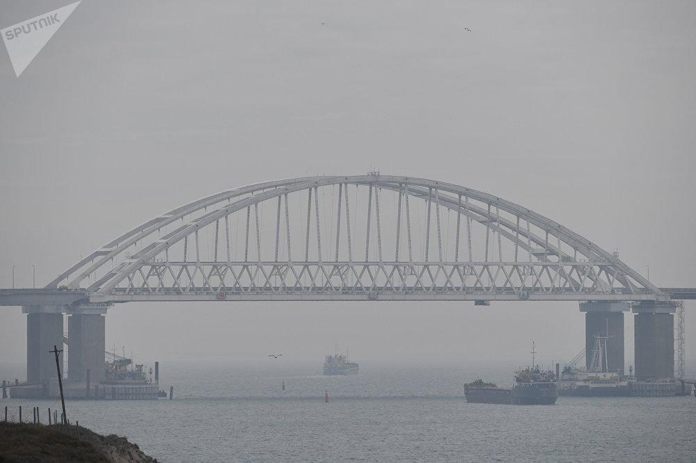 جسر القرم فوق مضيق كيرتش