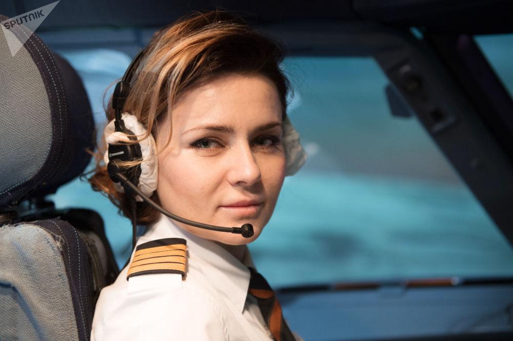 قبطان طائرة أيروباص أ320 في شركة الطيران آيروفلوت الروسية ماريا أوفاروفسكايا