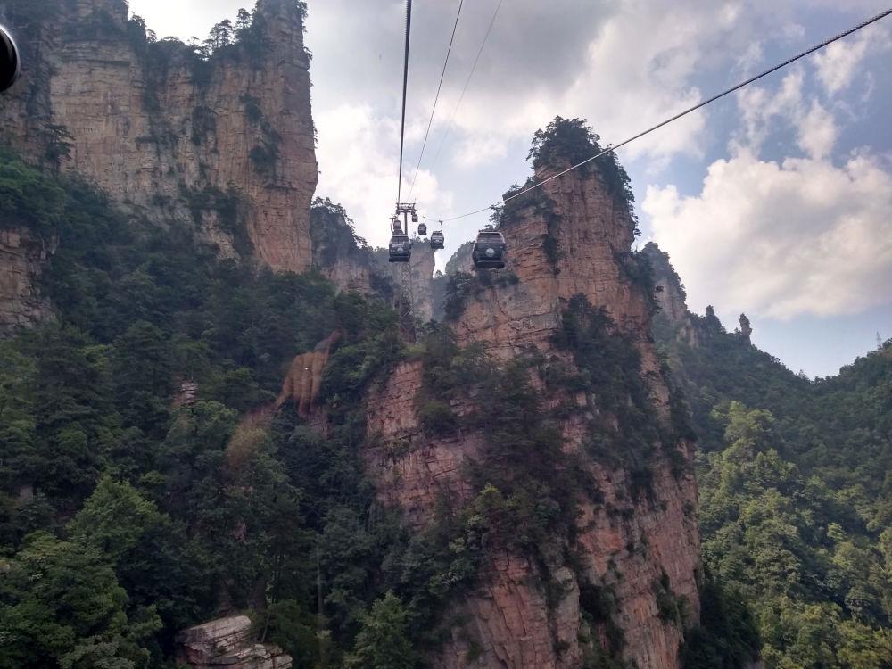 تلفريك فوق جبل تيان آن من في الصين