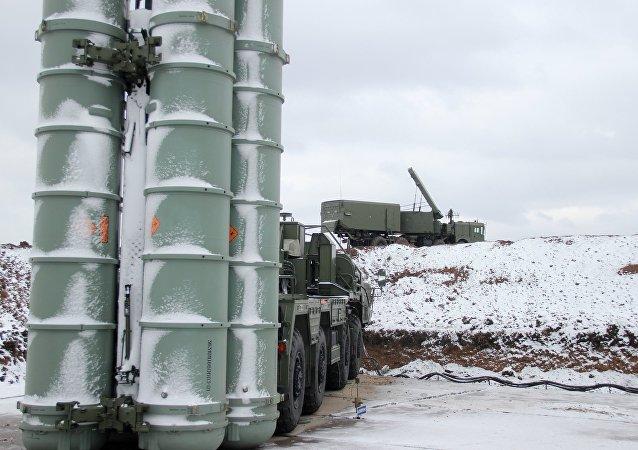 فيلق منظومات إس-400 (تريومف) التابع  لـ الدفاع الجوي الروسي على أهبة الاستعداد في القرم
