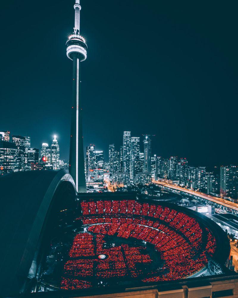 برج التلفزيون سي إن (CN Tower) في تورونتو، كندا