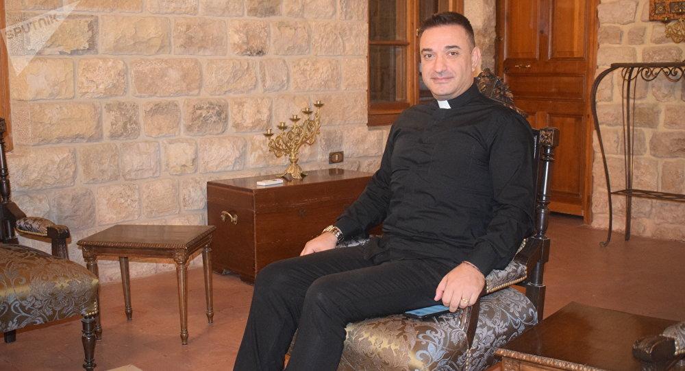 الأب إيلي خنيصر من لبنان