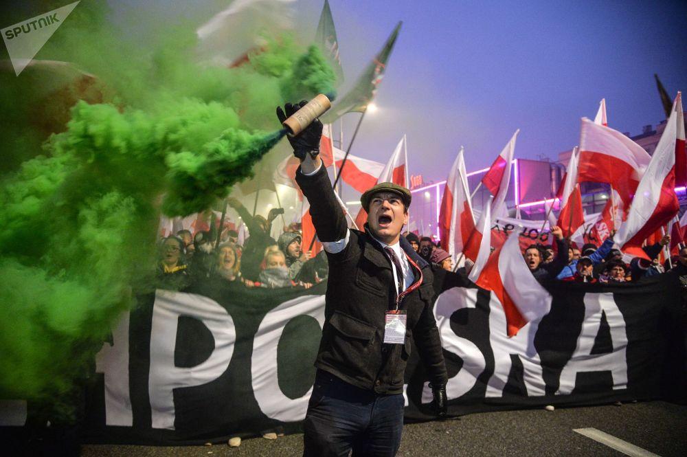 مسيرة في وارسو بمناسبة مرور الذكرى الـ 100 على استقلال بولندا