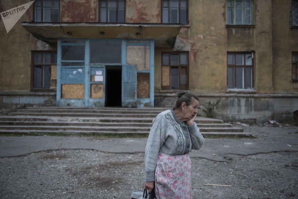مواطنة في مدينة  ماكييفكا بمنطقة دونيتسك