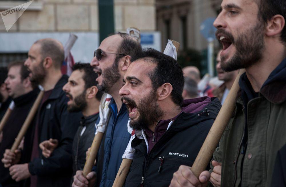 اضراب عام لمدة 24 ساعة من قبل عمال القطاع الخاص في أحد شوارع مدينة أثينا، اليونان