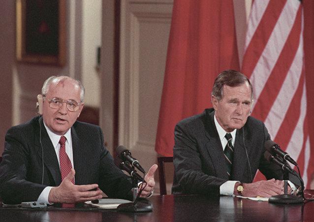 ميخائيل غورباتشوف وجورج بوش الأب