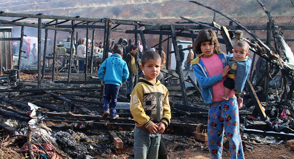 حريق نشب في مخيم للاجئين السوريين ببلدة اليمونة في شرق لبنان