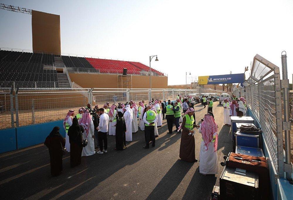 الإعلاميين خلال الجولة في حلبة الفورمولا إي في السعودية Формула Е