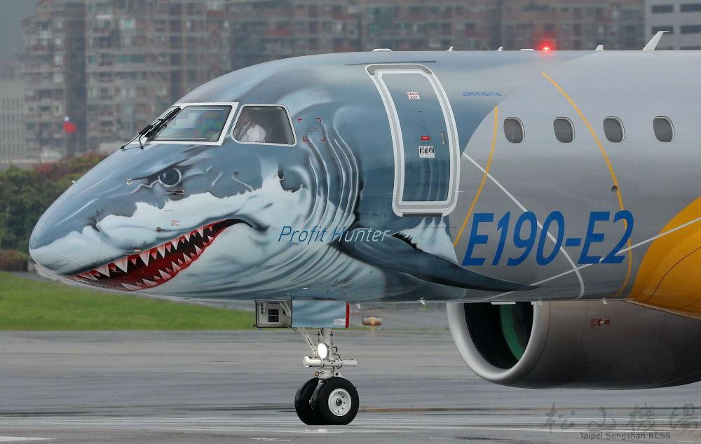 طائرة Embraer-190