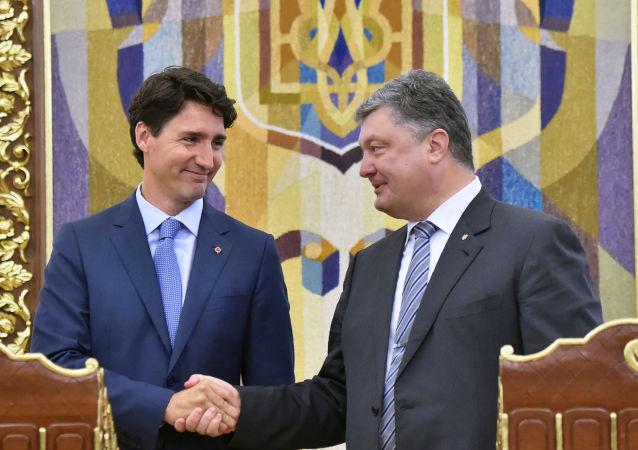 رئيس الوزراء الكندي جاستين ترودو ورئيس أوكرانيا يبترو بوروشينكو في مؤتمر صحفي في كييف