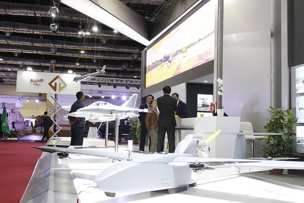 طائرات حربية صينية في معرض إيديكس 2018