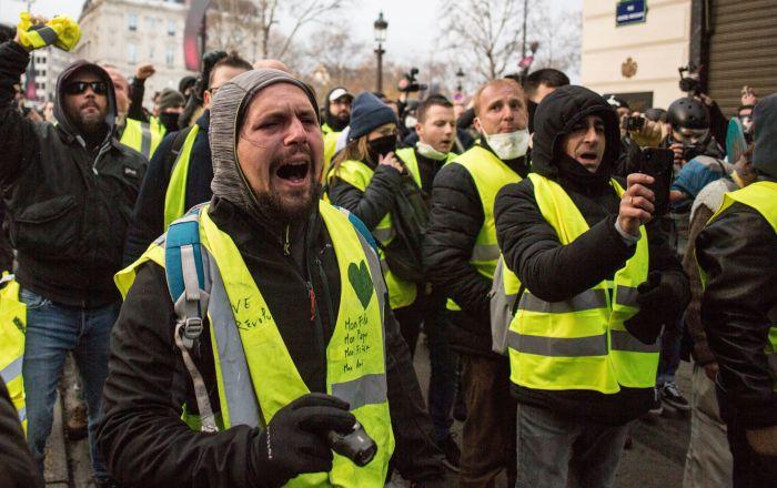 من أوروبا إلى كندا... مظاهرات السترات الصفراء تعبر القارات