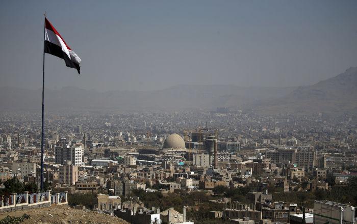 ضاحي خلفان يعود للتغريد عن اليمن ويهاجم