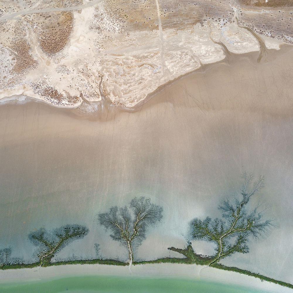 بركة ملح بَرباط، بعد عقود من الجفاف، بالقرب من الكثبان الرملية في منطقة الأندلس، جنوب إسبانيا