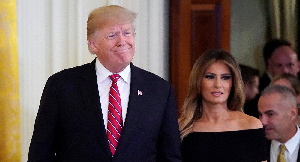 ميلانيا ترامب مع زوجها الرئيس الأمريكي دونالد ترامب