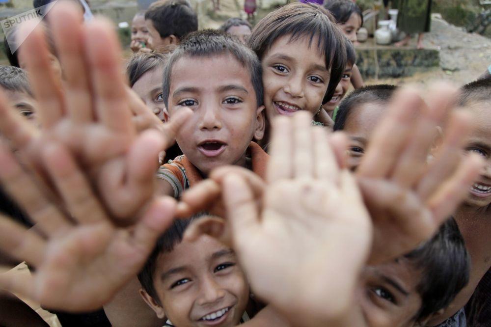 أطفال الروهينغا في مخيم بالوكالي للاجئين بالقرب من مدينة كوكس-بازار في بنغلادش