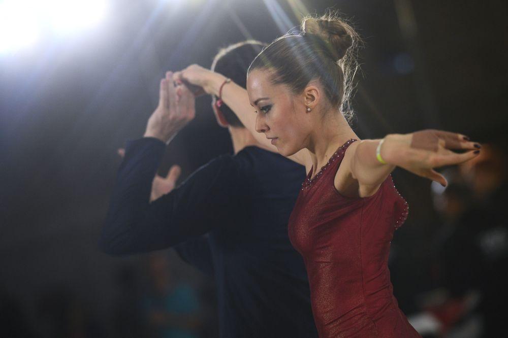 مشاركون في بطولة روسيا للرقص في موسكو